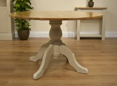 Island Breeze Round Dining Table